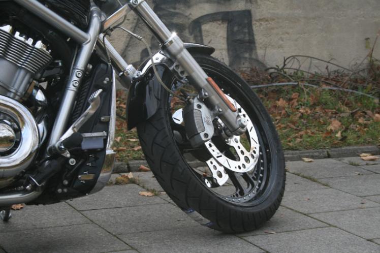 v rod vrsca 240er umbau custom bikes motorr der. Black Bedroom Furniture Sets. Home Design Ideas