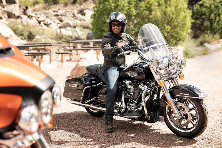 Barracuda Silver / 2019 - Touring - Harley-Davidson® FLHR ...